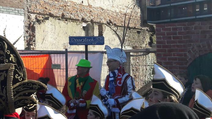 In carnavalsland heet de doorsteek 'De Deursteek'.