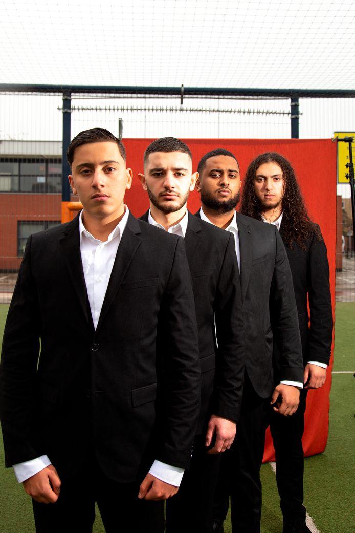 De vier acteurs van de voorstelling M.A.N. van links naar rechts Ismaïl Bouryirdane, Mahmut Simsek, Amir Icar en Achraf Abba.
