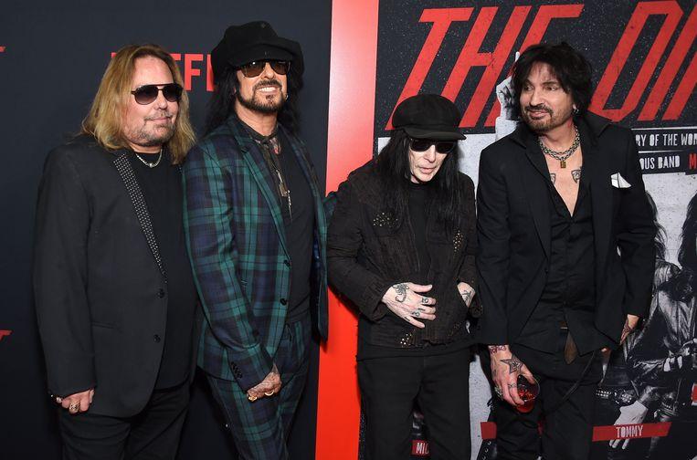 Vince Neil, Nikki Sixx, Mick Mars en Tommy Lee van Mötley Crüe op de première van 'The Dirt' in Hollywood. Beeld Photo News