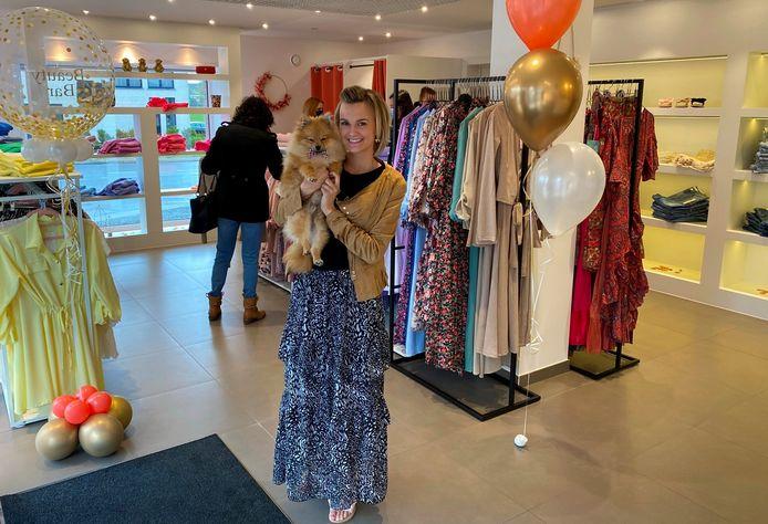 Charlotte De Spiegeleer ontving maandag de eerste klanten in haar Beauty Bar Boetiek tegenover de kerk van Burst.