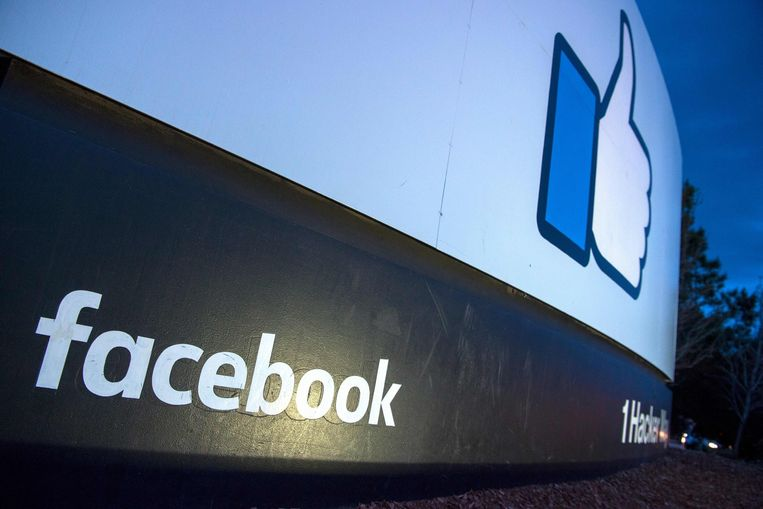 De Britse privacywaakhond ICO heeft aangekondigd dat hij Facebook de maximumboete van 500.000 pond (565.000 euro) gaat opleggen wegens het schandaal rond het Britse databedrijf Cambridge Analytica.