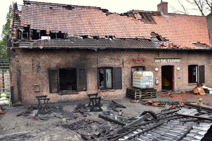 Jeugdhuis De Tunne viel begin januari ten prooi aan een aangestoken brand.