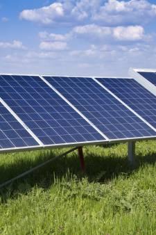 Oss wil 8000 zonnepanelen op geluidswal A50 bij Herpen, plus een handvol boven parkeerplaatsen