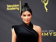 Kim Kardashian leert haar fans hoe je het best m&m's eet