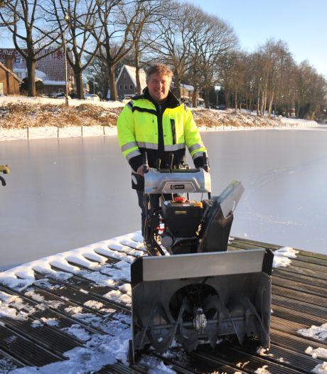 IJsmeester zakte zelf door het ijs: 'We hebben er nog op gedanst om te horen of het kraakte'
