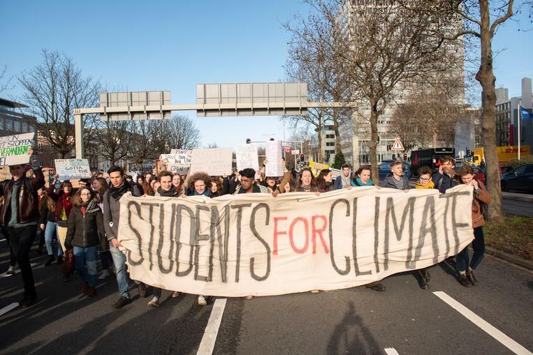 Scholieren protesteren in Den Haag voor een actiever klimaatbeleid, 7 februari 2019. Beeld Els Zweerink