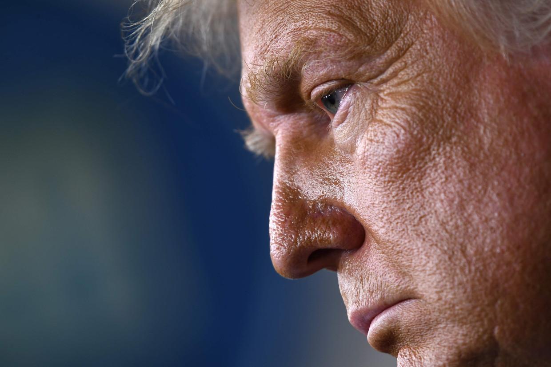 Trump werpt zich op als beschermheer van de Amerikaanse economie. Niet door met een reddingsplan te komen, maar door te waarschuwen voor zijn rivaal Joe Biden. Beeld AFP
