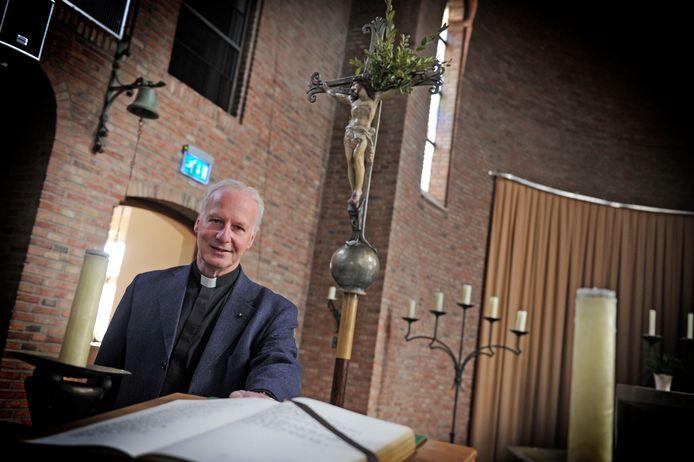 Vicaris Alphons Woolderink zet een stapje terug.