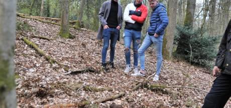 Voetballers vinden brisantgranaat in bos bij Heveadorp