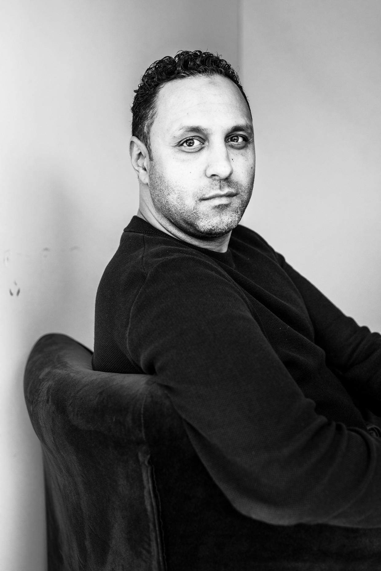 Khalid Kasem raakte in opspraak door beschuldigingen dat hij vertrouwelijke informatie uit strafdossiers heeft gelekt aan handlangers van Ridouan Taghi. 'Ik zat alleen op mijn kantoor toen ik het las. De grond werd onder mijn voeten weggeslagen.' Beeld Linelle Deunk