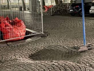 Grondverzakking aan Jan Van Eyckplein veroorzaakt door gat in rioleringsstelsel