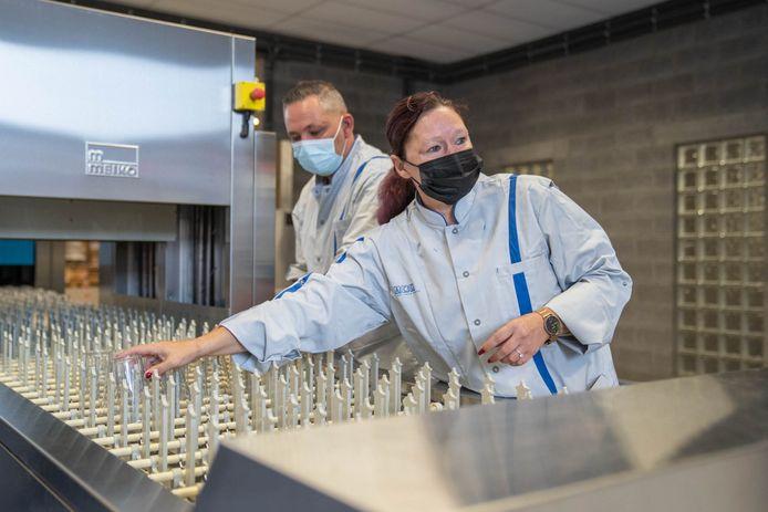 De eerste wasstraat van de provincie Antwerpen wast dagelijks 25.000 herbruikbare bekers.