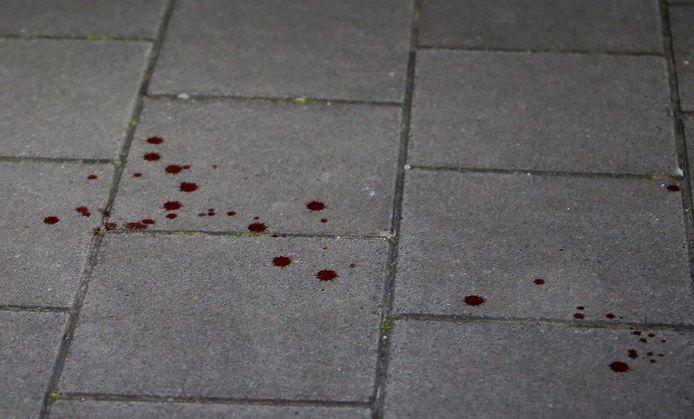 Bloedspetters op de grond