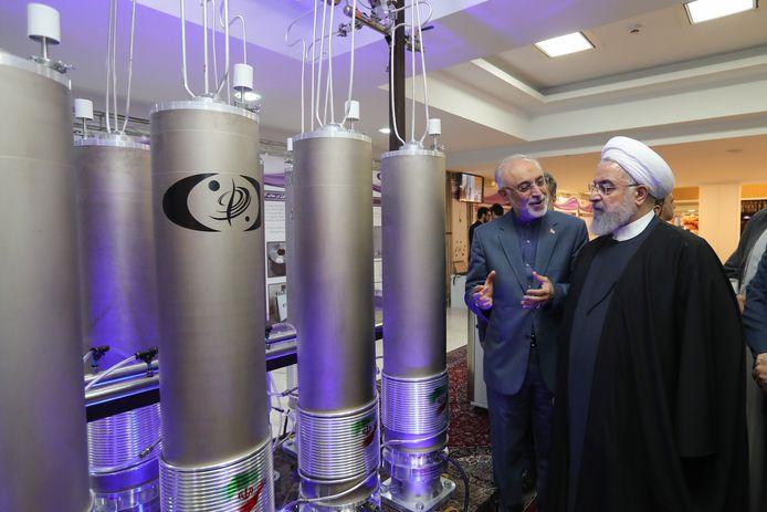 De Iraanse president Rouhani  vorig jaar 5 januari samen met Ali Akbar Salehi, hoofd van Iraanse kernenergie agentschap, op de Nationale Dag van de Nucleaire Technologie in Teheran.