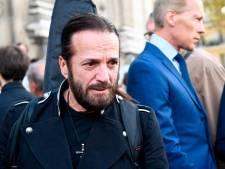 """En roue libre, Francis Lalanne appelle des manifestants """"pro-liberté"""" à s'embrasser"""