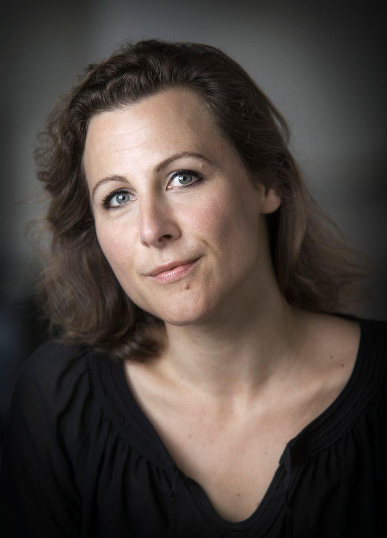 Ester Naomi Perquin, 'Meervoudig afwezig', Van Oorschot, 40 p., 16,99 euro. Beeld rv Tessa Posthuma de Boer