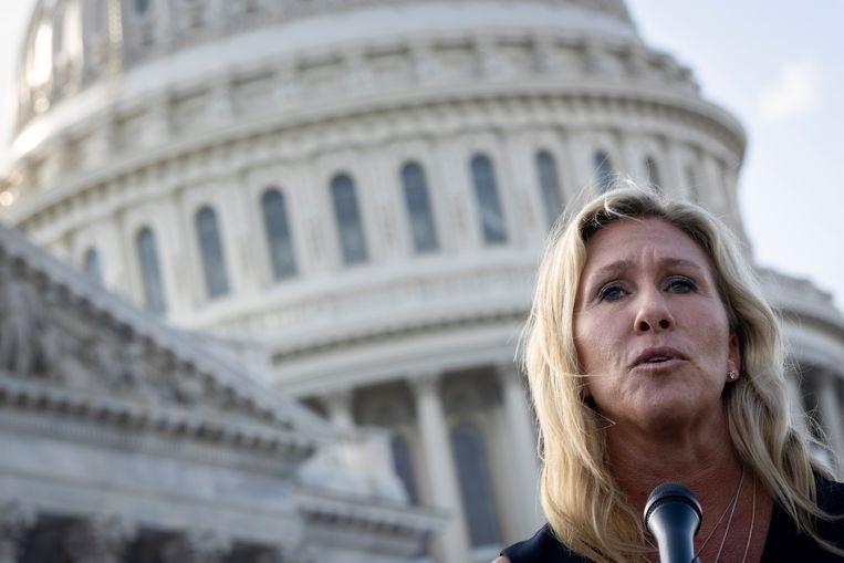 Congreslid Marjolie Taylor Greene biedt haar excuses aan tijdens na afloop van haar bezoek aan het Holocaust Memorial Museum in Washington  Beeld Getty Images