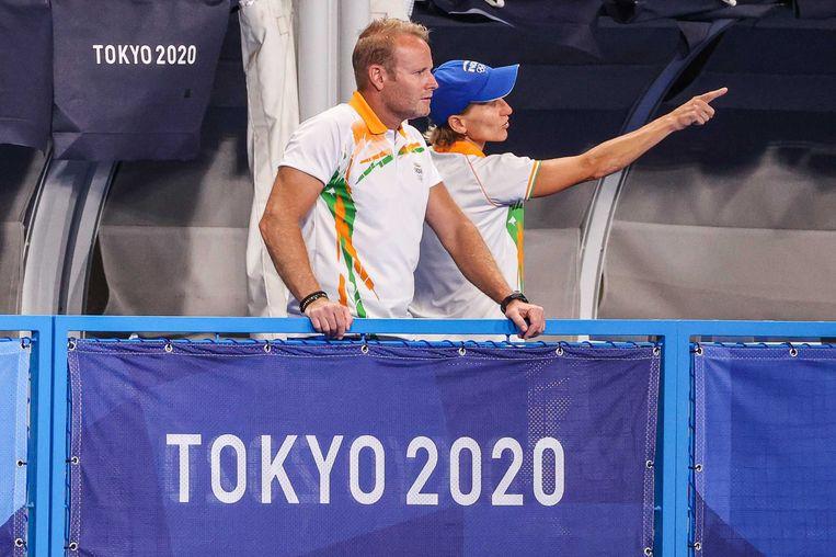 Bondscoach Sjoerd Marijne en zijn assistent Janneke Schopman leiden de vrouwen van India naar de laatste vier in het olympisch hockeytoernooi. Beeld ANP