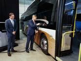 Koning kijkt zijn ogen uit bij fabrikant elektrische bussen