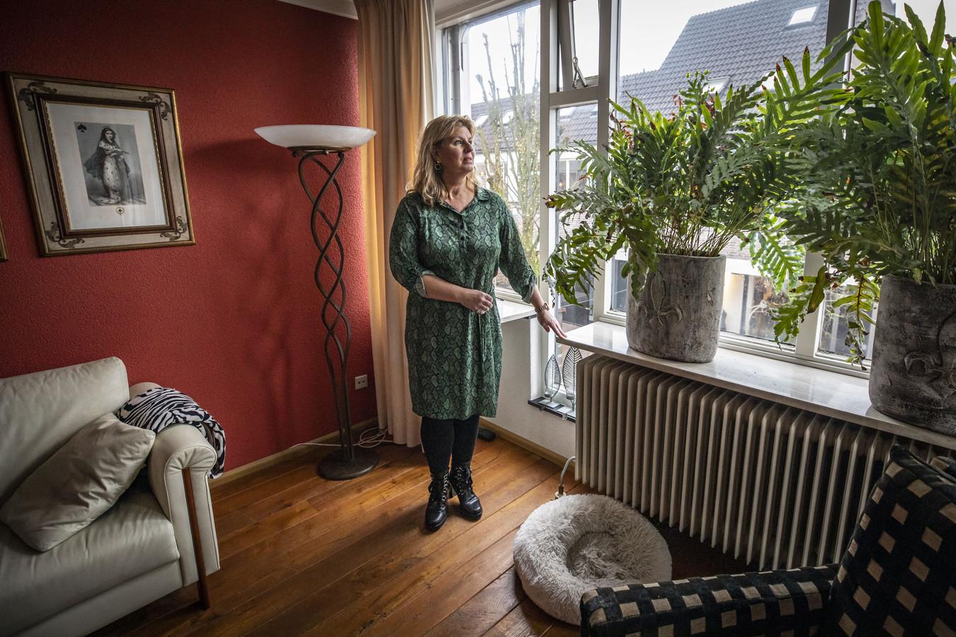 Mary-Ann Ferris ligt in de clinch met de Vereniging van Eigenaren van het appartementencomplex waar ze woont.