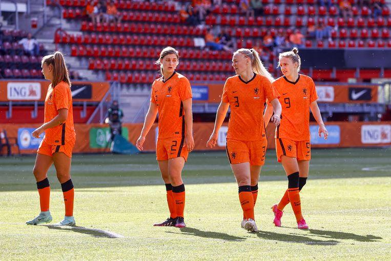 Stefanie van der Gragt (rechts) tijdens de vriendschappelijke Interland wedstrijd tussen Nederland en Noorwegen. Beeld ANP