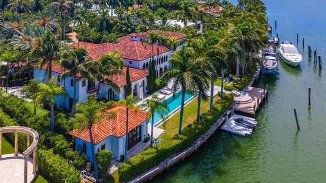 BINNENKIJKEN. Villa van Cher aan Miami Beach - met dressing van 100 m² - kan voor 18,5 miljoen euro van jou zijn