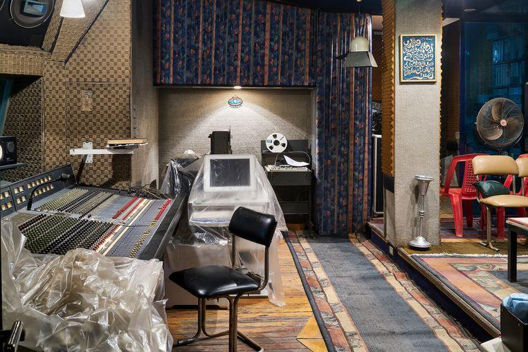 Hany Mehanna's studio is voor Radio Martiko een onuitputtelijke grot van Alibaba vol godvergeten opnames die dreigen verloren te gaan. Beeld Hannes Vandenbroucke