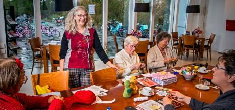 Een cabaretgroep voor senioren in Capelle: 'Eenzaamheid kun je best op de korrel nemen'