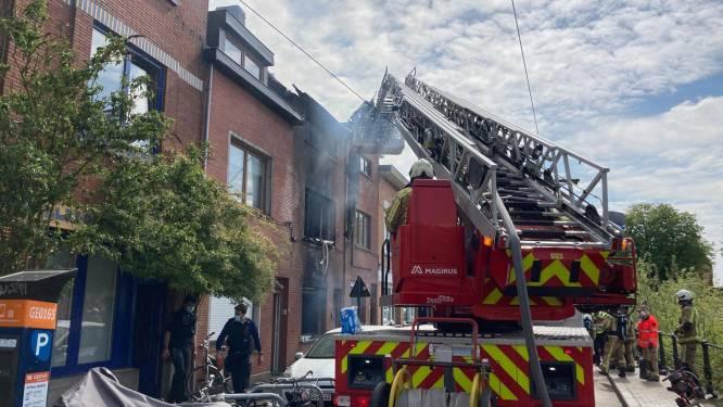 Woning volledig uitgebrand aan Muide, aanpalende woningen gevrijwaard