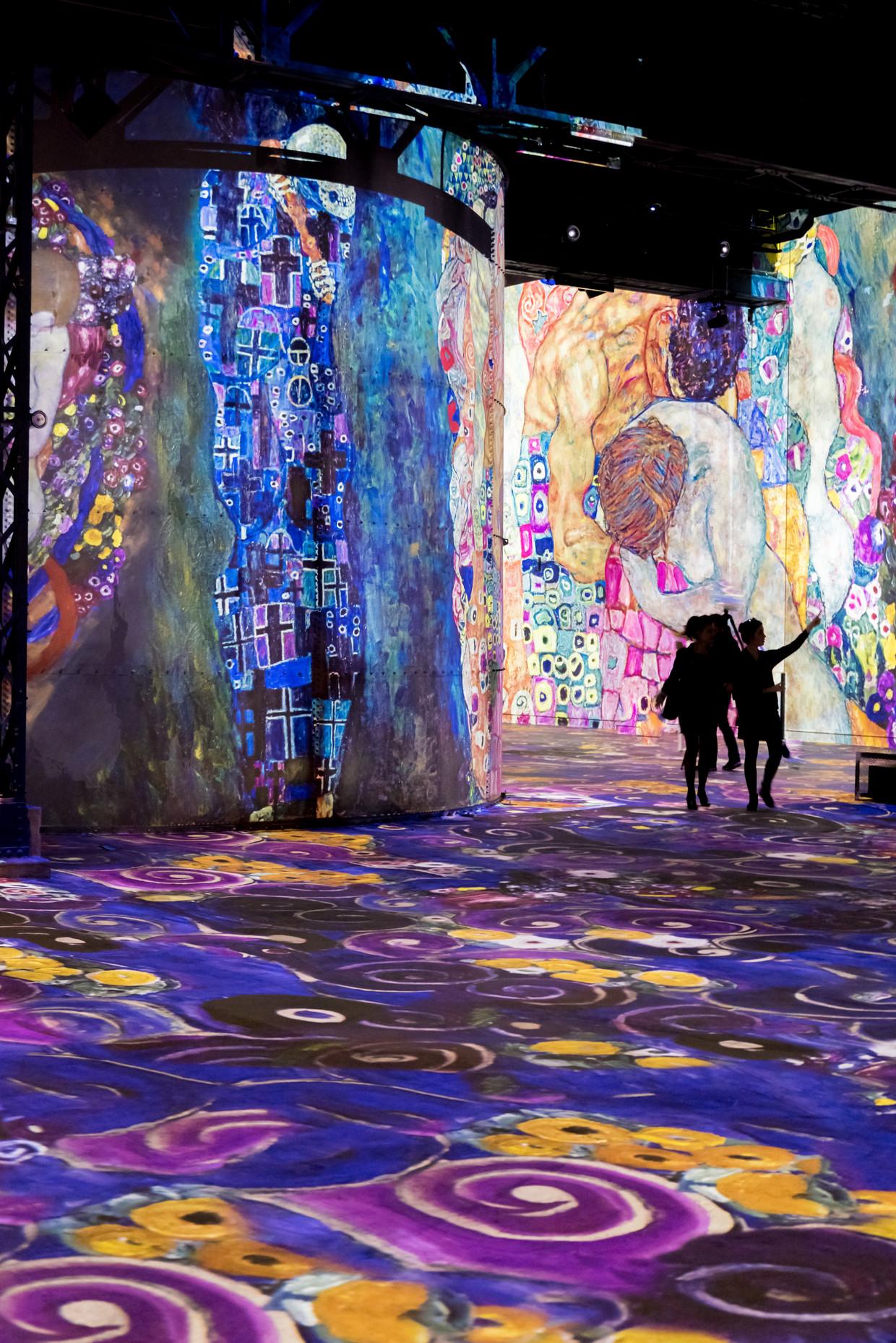 In Fabrique des lumières loop je door projecties van wereldberoemde schilderkunst.  Beeld Culturespaces - E. Spiller