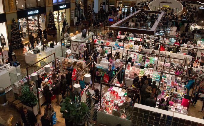 Het Shoppingcentrum in de Stadsfeestzaal in Antwerpen