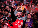 Fans van de Toronto Raptors vieren feest na het behalen van de NBA-titel.
