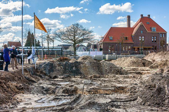 Bij het treinstation in Rijen is begonnen met de bouw van 43 luxe huurappartementen. De gemeente denkt dat dit doorstroming op gang brengt en ruimte maakt voor starters.