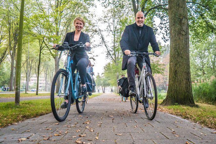 Natalia en haar partner Worth Barbour zijn helemaal verknocht geraakt aan hun dagelijkse fietstochten