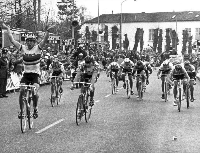 Jan Raas wint één van zijn vijf Amstel Gold Races.