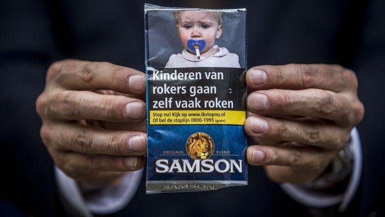 De verpakking van nieuwe sigarettenpakjes en shag. Beeld anp