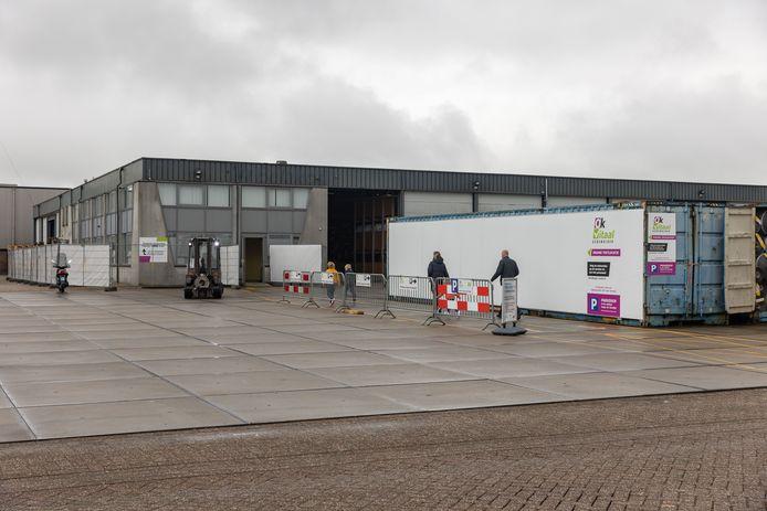 Tijdelijke testlocatie GGD IJsselland aan de Sasdijk.