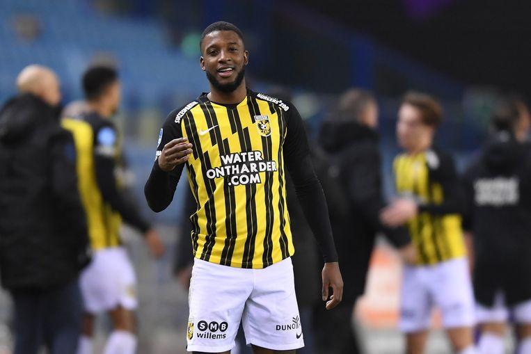 Riechedly Bazoer van Vitesse na de winst op Groningen. Beeld Pro Shots / Paul Meima