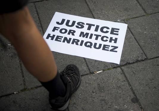 De twee agenten worden momenteel vervolgd voor hun rol bij de fatale aanhouding van Mitch Henriquez.