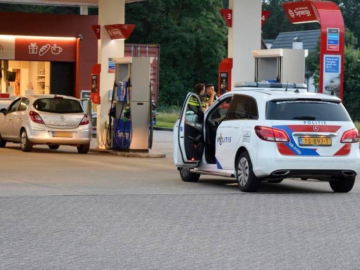 Tweetal met vermoedelijk vuurwapen in auto aangehouden bij benzinestation in Breda