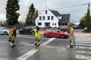 De brandweer ruimde de kiezelstenen van het kruispunt Vijfhuizen in Erpe.