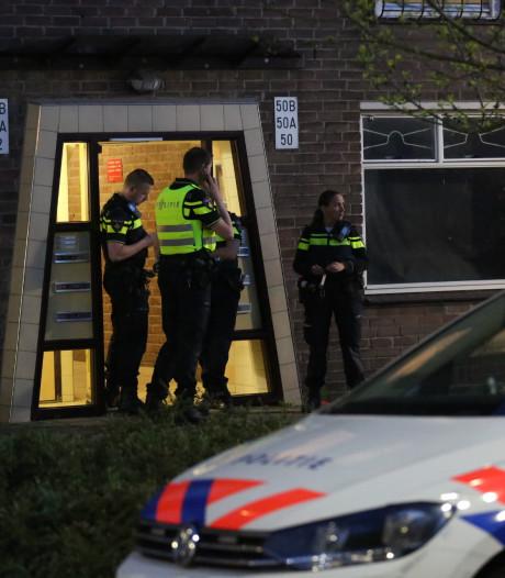 Ruzie in woning Roosendaal escaleert: man heeft steekwonden