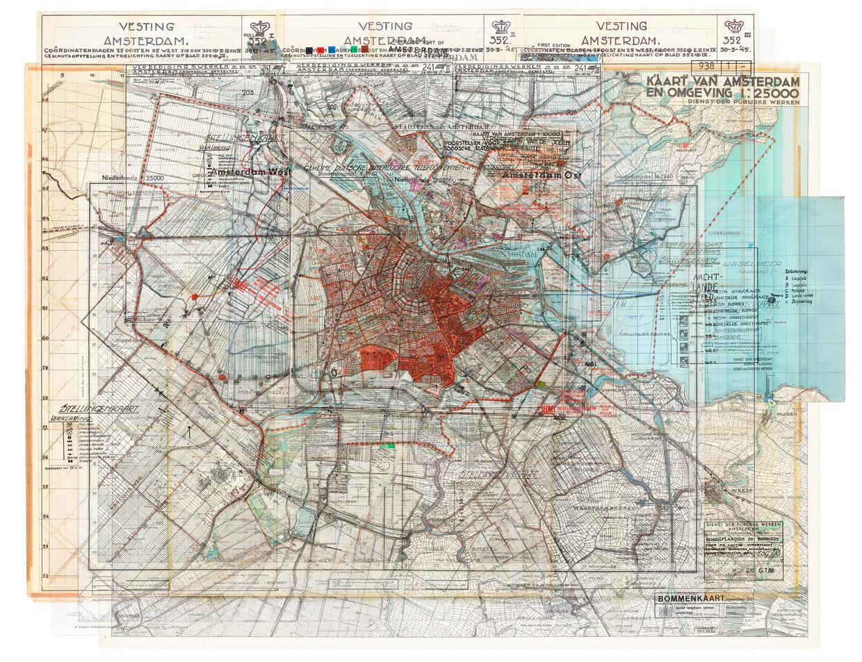 Plattegrond van Amsterdam door Gert Jan Kocken. De kaart dient als basis voor het wandelend herdenken langs monumenten in de hele stad.  Beeld Gert Jan Kocken