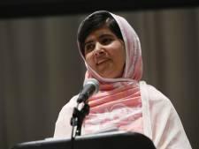 Koningin Elizabeth ontvangt Malala op paleis