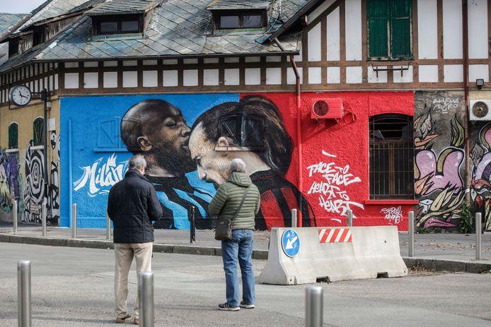 Vorige maand stonden Romelu Lukaku (Inter) en Zlatan Ibrahimovic (AC Milan) met de koppen tegen elkaar in de beker. Die ruzie is inmiddels fraai vereeuwigd op een muur nabij San Siro.