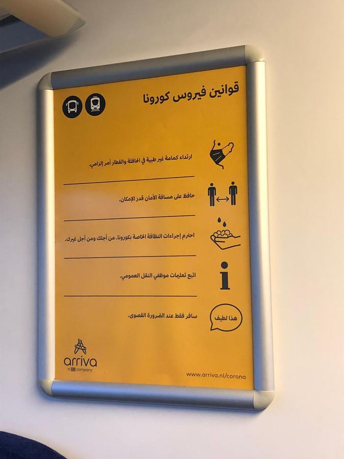 Op het traject Almelo-Mariënberg-Hardenberg worden coronavoorschriften ook in het Arabisch gedeeld. Forum voor Democratie Overijssel vraagt zich af waarom.