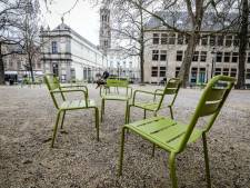 Daar duiken de Brugse groene stoelen opnieuw op, ook de Burg krijgt er dit keer