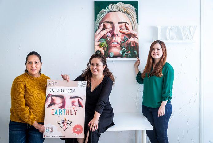 International Creative Women tovert voortaan elke maand haar kantoor om voor een expositie van steeds wisselende internationale vrouwelijke kunstenaars. Vlnr oprichters Yolima van den Berkmortel, Sally Ocaña en kunstenares Alejandra Medina.