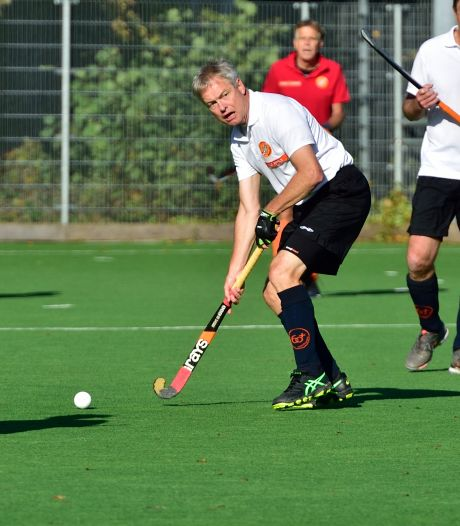 Guus speelt op zijn 63ste nog interlands bij de veteranen: 'We zijn allemaal gek van hockey'