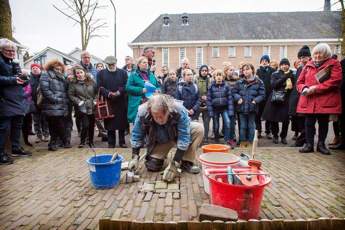 In 2019 kwam de Duitse kunstenaar Gunther Demnig naar Oisterwijk om zijn 'Stolpersteine' in het wegdek te kloppen op de plaats waar Joodse slachtoffers van de Holocaust hebben gewoond.